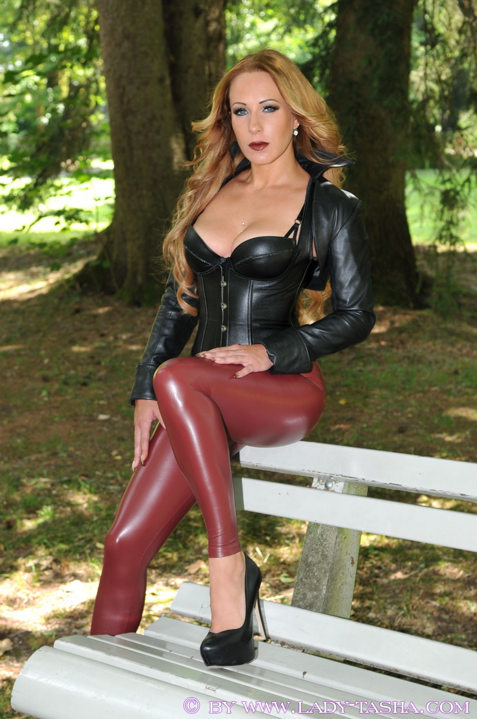 Wife in leather fetish hor your